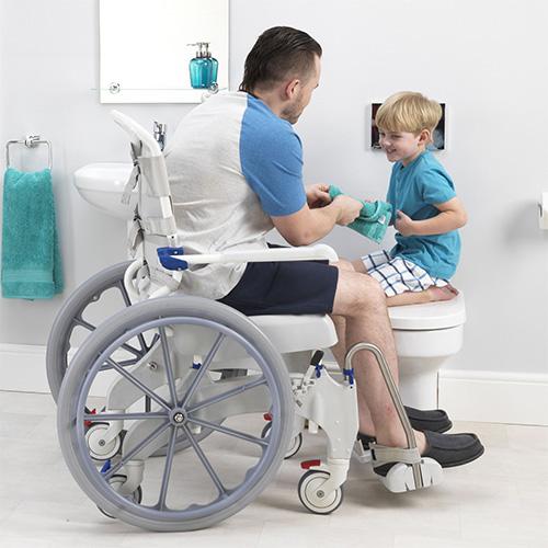 Dusch- und Toilettenrollstuhl Ocean 24'' Ergo
